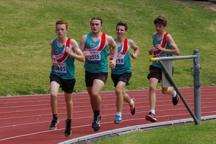 Four Ivanhoe runners in the 1500 metres